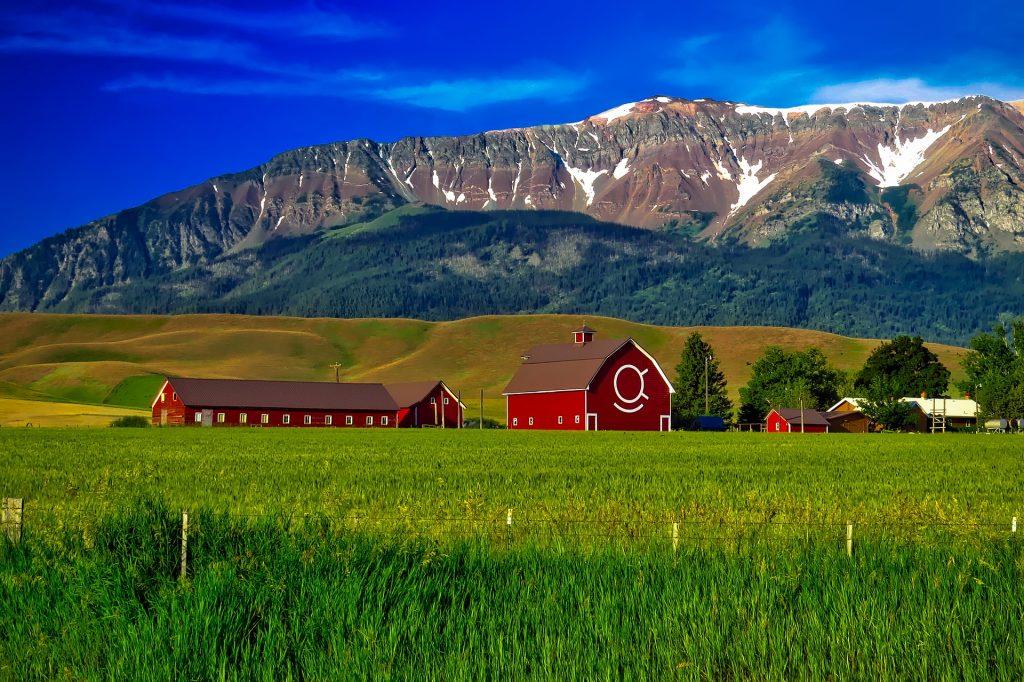 Oregon Farm With Barn & Mountains